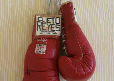 "Roberto Duran ""No Mas"" Fight Worn Gloves"